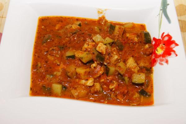 Leczo cukiniowo-pomidorowe z kurczakiem