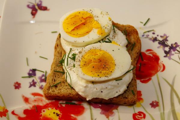 Jajka na twarożku chrzanowym