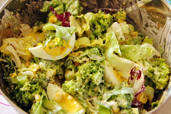 Sałatka z brokułami i jajkami
